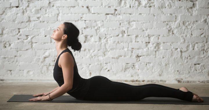 bhujangasana posturas de yoga para principiantes
