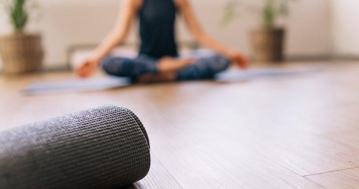 cosas que no debes hacer en una clase de yoga