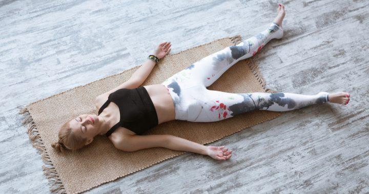 savasana postura de yoga