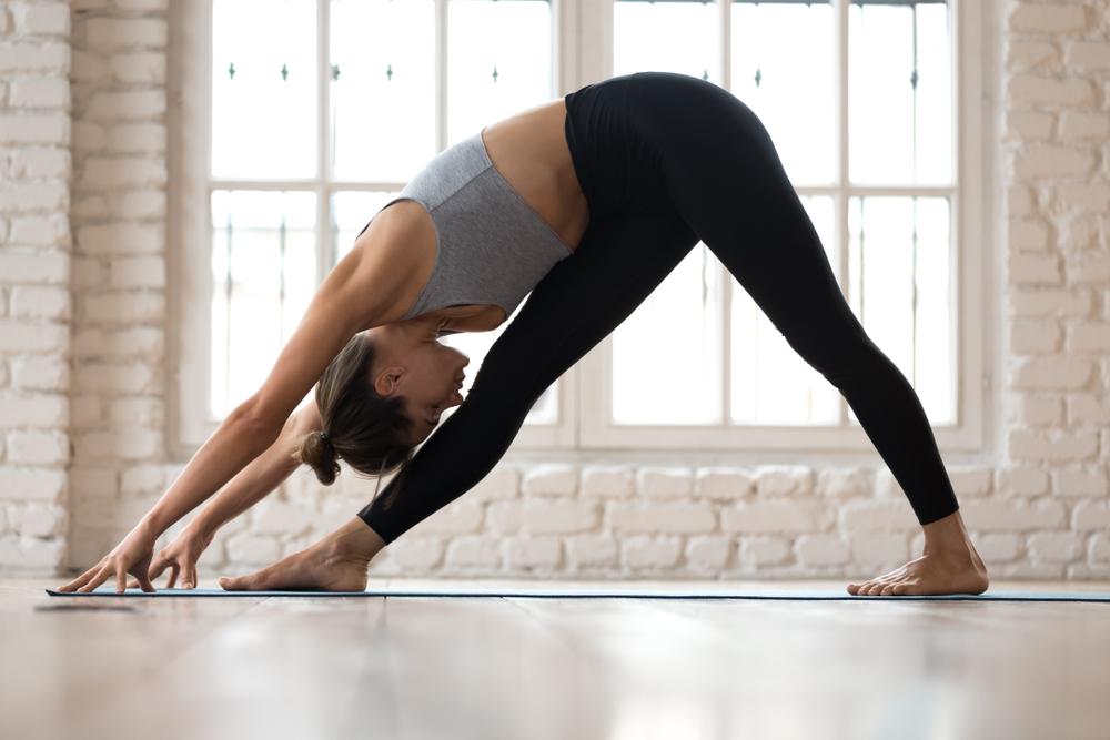 posturas invertidas de yoga parsvottanasana